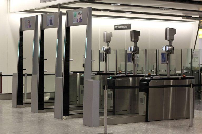1200px-Heathrow_Terminal_4_ePassport_gates